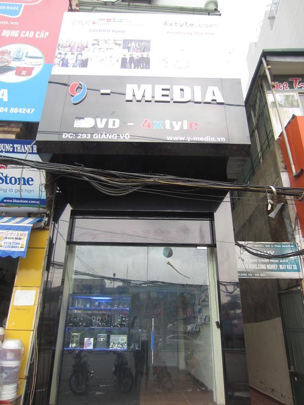Cửa hàng bán album K-pop ở Hà Nội