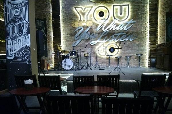 Phòng trà acoustic Hà Nội